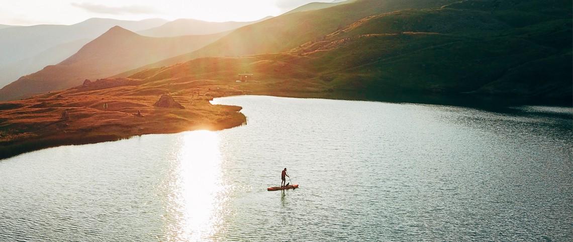 Stand-up paddle : 12 spots de rêve en montagne