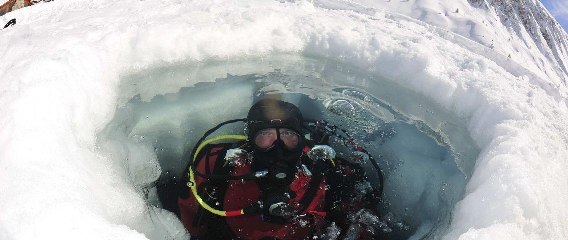Cet hiver, brisez la glace avec la plongée sous glace