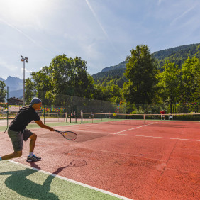 Tennis : stage ados (13/15 ans) - adultes