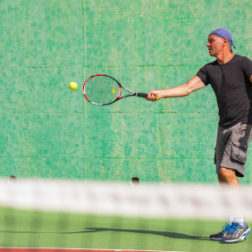 Tennis : stages Balle Jaune (13/15 ans) et Adultes
