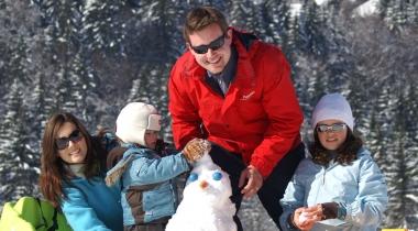 Label Famille Plus : la garantie d'un séjour en station de ski adapté aux familles avec enfants