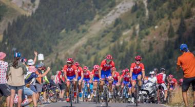 Le peloton France Montagnes/ESF ouvre le Tour de France 2020 au Col de la Loze