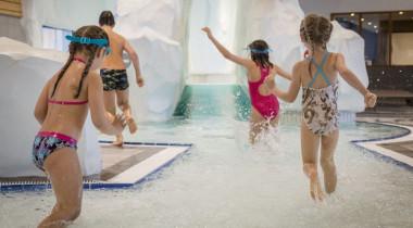 Piscine en montagne : des centres aqualudiques en station pour s'amuser en famille